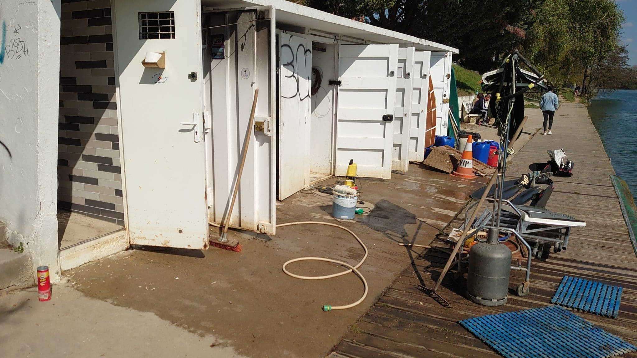Nettoyage des cabines du Club de ski nautique et de wakeboard